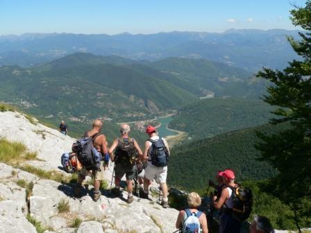 l'attacco della cresta: panorama sul lago di Vagli