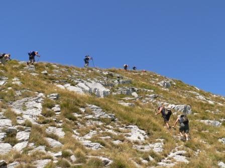 la traccia di sentiero finisce sulla cresta